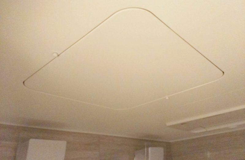 風呂場にある天井裏への入り口