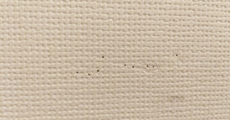 どこ太で壁に針刺すと痕がそれなりに残ります