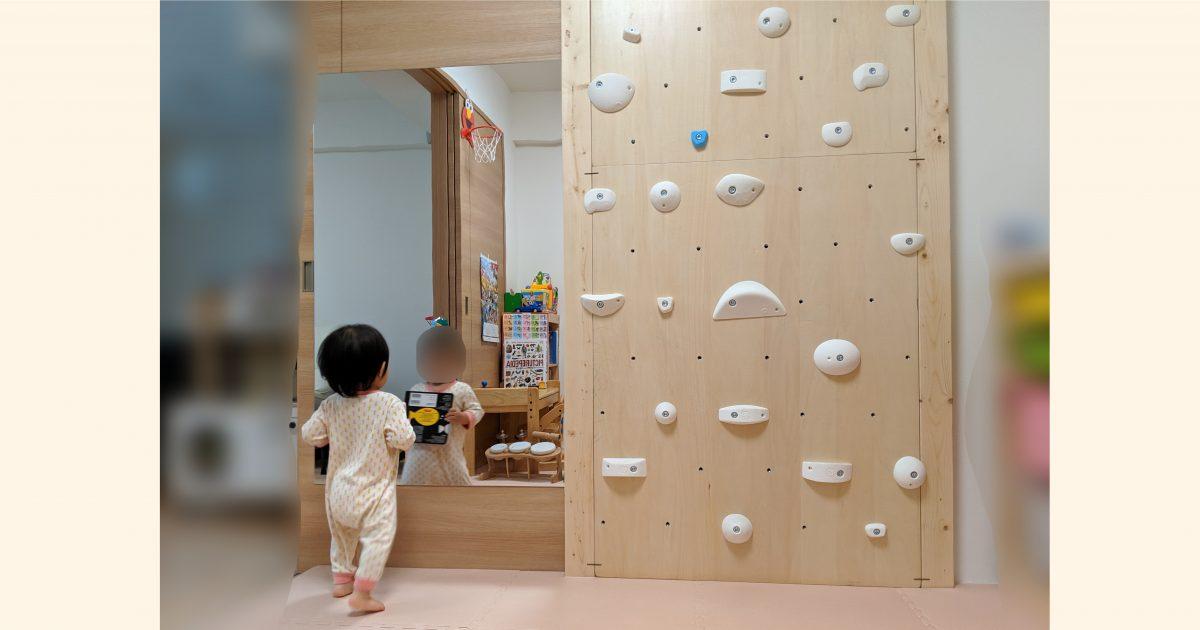 ダンスや体操の動きチェックに必要な大きなミラーを子供の遊び部屋の引き戸に接着設置