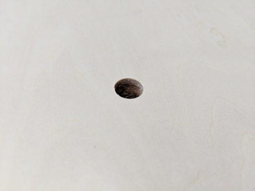 きれいにあけられたΦ12mmの穴