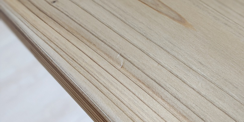 凹みやすい杉無垢デスク天板