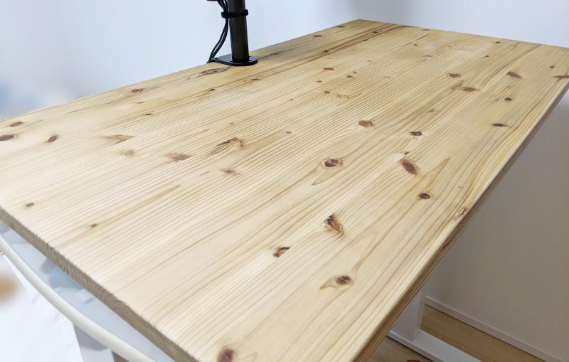 杉の無垢材で作った天板