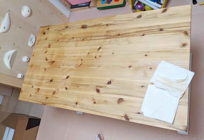 杉無垢に蜜蝋ワックスを塗る